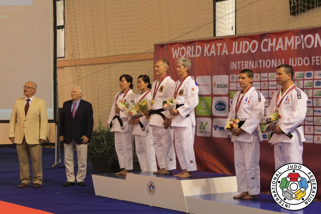 Forum member wdax wins World Champion title 2016 in Ju no Kata Ju_no_kata_use-1475423130-1475423131
