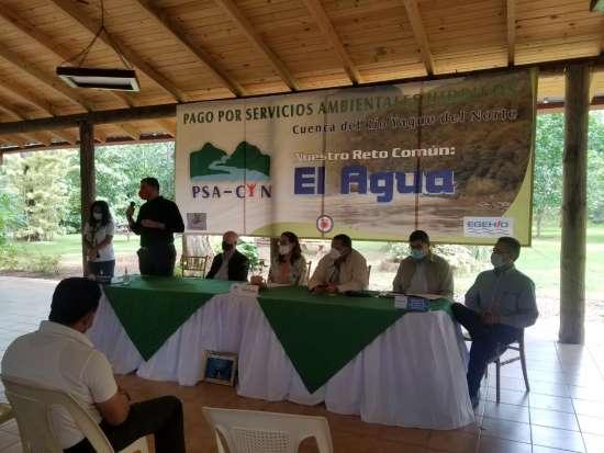 Medio Ambiente y otras entidades entregan más RD$800 mil en compensación por servicios ambientales en beneficio del río Yaque del Norte
