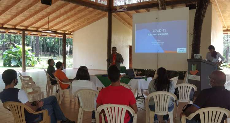 Charla con operadores turísticos de Jarabacoa