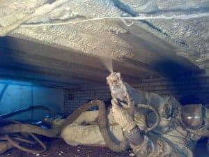 PUR wordt aan de onderzijde van de vloer gespoten