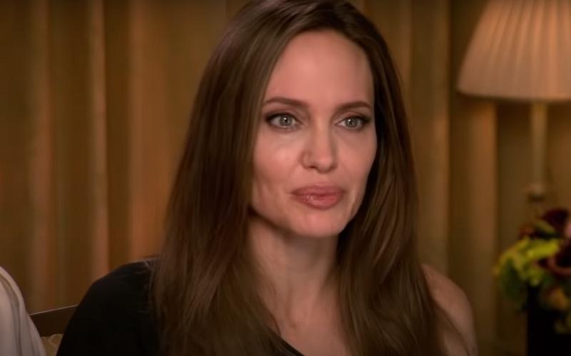 Джоли отказалась от пышного праздника по случаю 45-летия