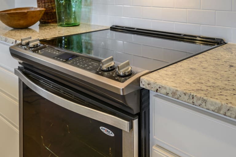 Gas vs Electric Stove - Which is Best for You? | Pulte