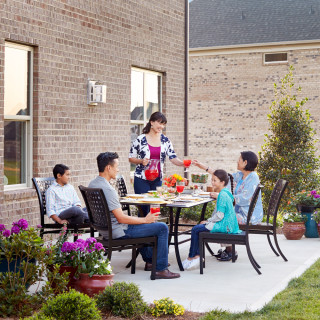 Outdoor Entertain156dining alfrescofamilysquare