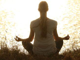 meditace v pozici lotosový květ