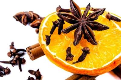 anýz plátek pomeranče skořice