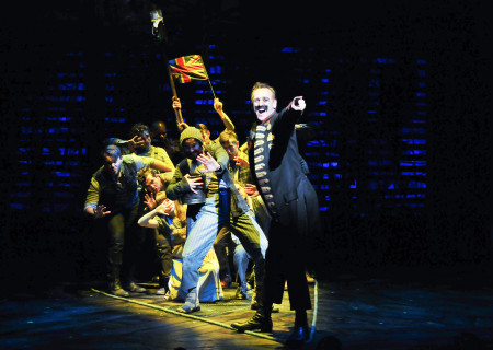 """John Sanders and the company of """"Peter and the Starcatcher."""""""