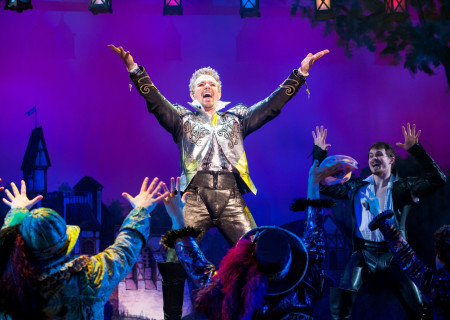 "Adam Pascal with the cast of ""Something Rotten!"" which plays at the Ahmanson Theatre November 21 through December 31, 2017. For tickets and information, please visit CenterTheatreGroup.org or call (213) 972-4400. Press Contact: CTGMedia@CTGLA.org / (213) 972-7376. Photo by Jeremy Daniel."