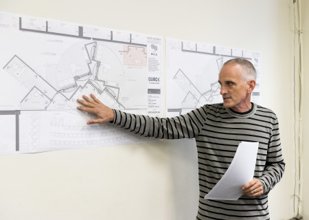 """Director Neel Keller during the design presentation at the first rehearsal for the world premiere of """"Quack."""" Written by Eliza Clark and directed by Neel Keller, """"Quack"""" will play at Center Theatre Group's Kirk Douglas Theatre October 21 through November 18, 2018. For tickets and information, please visit CenterTheatreGroup.org or call (213) 628-2772. Media Contact: CTGMedia@CTGLA.org / (213) 972-7376. Photo by Craig Schwartz."""