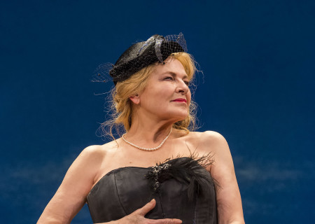 "Dianne Wiest in the Yale Repertory Theatre production of Samuel Beckett's ""Happy Days"" at the Mark Taper Forum. Directed by James Bundy, ""Happy Days"" will play at the Taper through June 30, 2019. For tickets and information, please visit CenterTheatreGroup.org or call (213) 628-2772. Media Contact: CTGMedia@CTGLA.org / (213) 972-7376. Photo by Craig Schwartz."