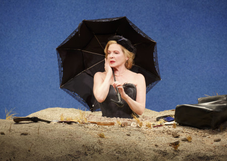 "Dianne Wiest in the Yale Repertory Theatre production of Samuel Beckett's ""Happy Days."" Directed by James Bundy and starring Wiest, ""Happy Days"" will play at the Mark Taper Forum May 15 through June 30, 2019. For tickets and information, please visit CenterTheatreGroup.org or call (213) 628-2772. Media Contact: CTGMedia@CTGLA.org / (213) 972-7376. Photo by Joan Marcus."
