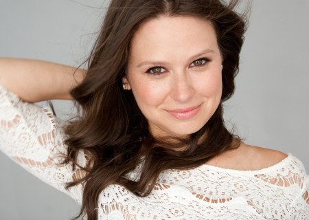 """Katie Lowes will perform in """"A Grand Night"""" Gala at Center Theatre Group/Mark Taper Forum. For dinner tickets, call (213) 972-3192 or email gala@ctgla.org. Performance only tickets are available for purchase on our website at CTGLA.org/AGrandNight. Media Contact: CTGMedia@CTGLA.org / (213) 972-7376."""