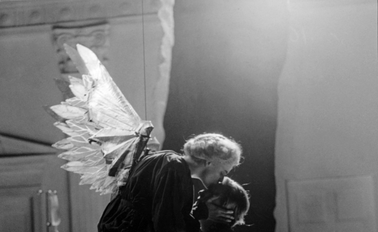 (L–R) Ellen McLaughlin and Kathleen Chalfant in 'Angels in America.'