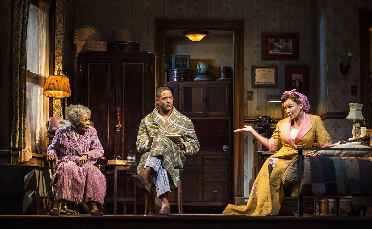 (L-R) Cicely Tyson, Blair Underwood, and Vanessa Williams in 'The Trip to Bountiful.'