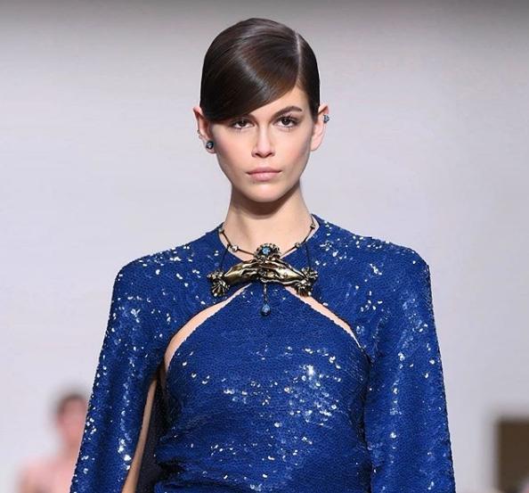 Дочь Синди Кроуфорд Кайя Гербер появилась на обложке японского Vogue в кружевном боди и легенсах