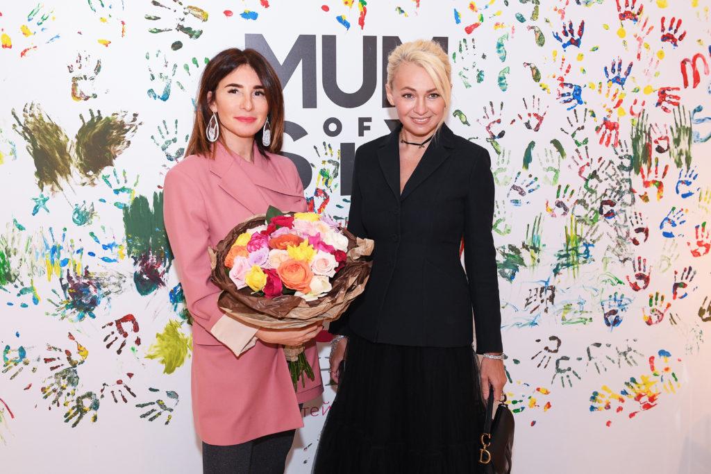 Анна Седокова, Яна Рудковская и Лаура Джугелия на показе Mum Of Six