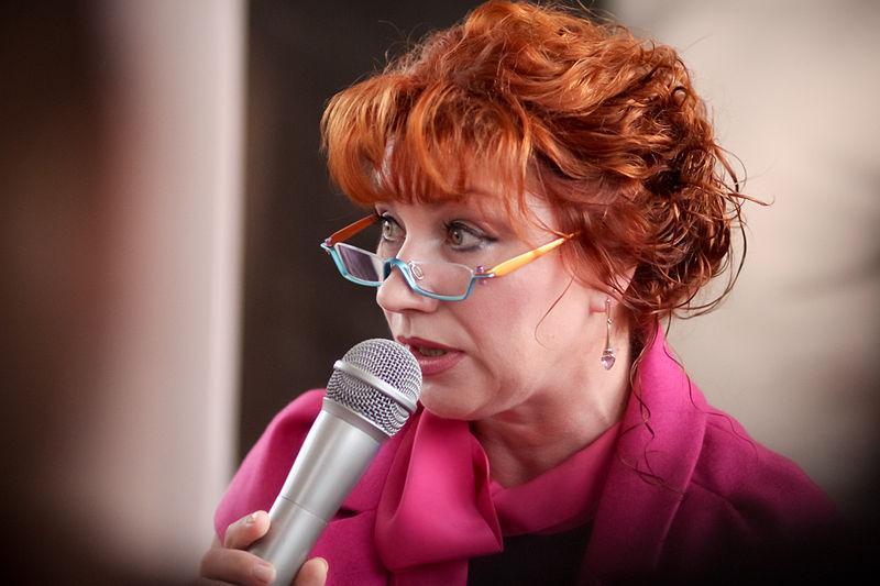 Из-за карантина по коронавирусу Роза Сябитова не сделала свадебной подарок дочери и зятю