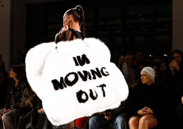 Сумка на Неделе моды в Нью-Йорке стала мемом в Сети