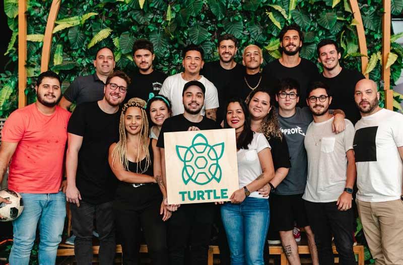 """Equipe da Turtle, agência que tem no """"parça"""" de Neymar, Gil Cebola, um de seus sócios"""