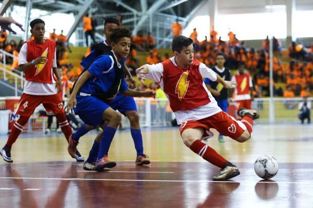Jovens disputam a Liga Nescau presencial; torneio será virtual nesta temporada