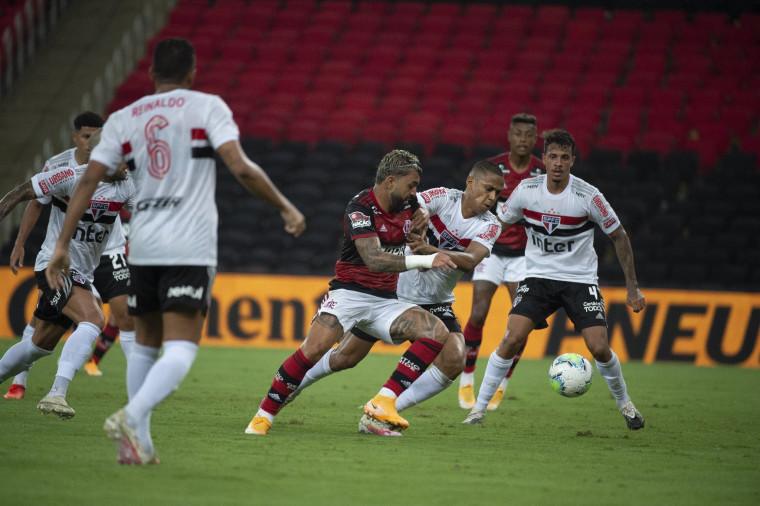 São Paulo saiu com a vitória no primeiro duelo contra o Flamengo (Foto: Alexandre Vidal / Flamengo)