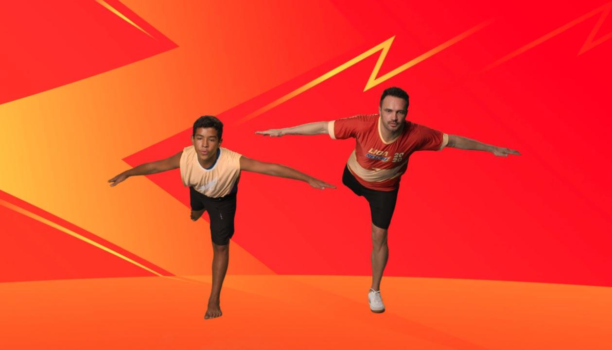 Falcão tenta movimento de ginástica durante apresentação para o Sabaday da Liga Nescau (Foto: Divulgação)