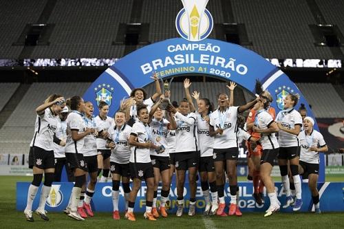 Corinthians celebra título do Campeonato Brasileiro da edição 2020 (Foto: Lucas Figueiredo/CBF)
