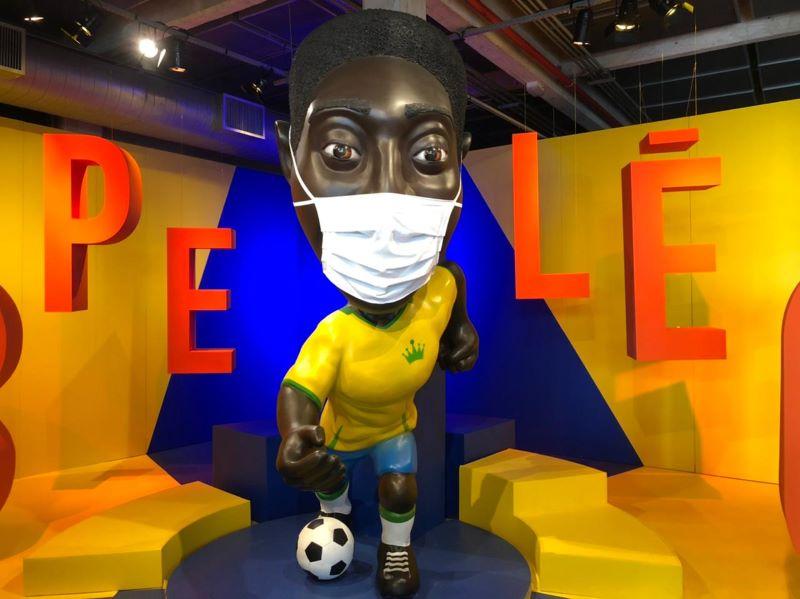 Museu do Futebol coloca máscara em Pelé e promove exposição