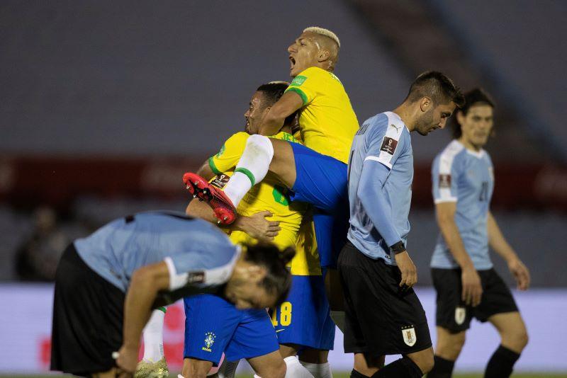 Brasil e Uruguai, em confronto pelas Eliminatórias da Copa do Mundo de 2022 (Lucas Figueiredo/CBF)