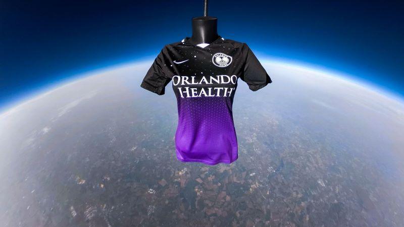 Camisa do Orlando Pride no espaço (Foto: Divulgação)