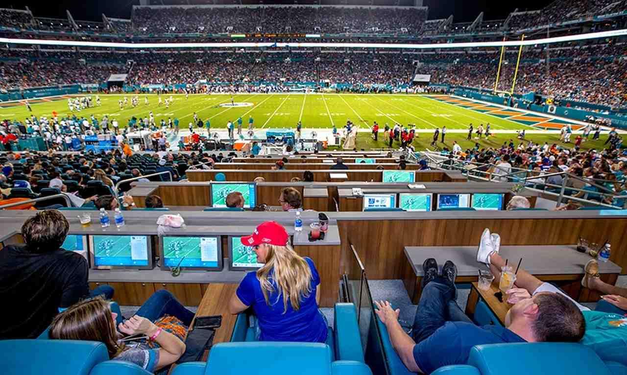 Jogo do Miami Dolphins com espaço VIP para torcedores terem nova experiência no estádio