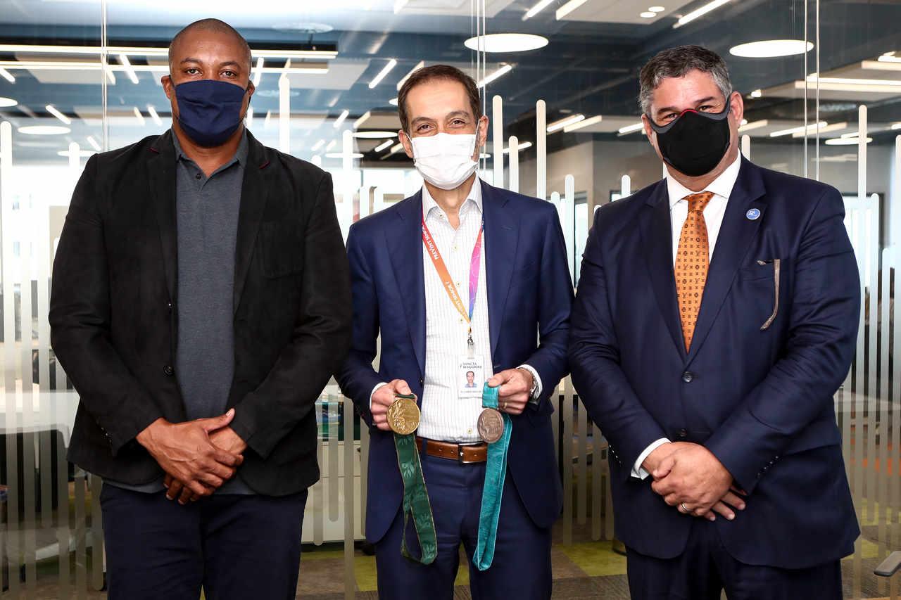 Edson Luciano Ribeiro, VP da CBAt, Ávaro Razuk, diretor executivo da Prevent Senior, e Wlamir Motta Campos, presidente da CBAt