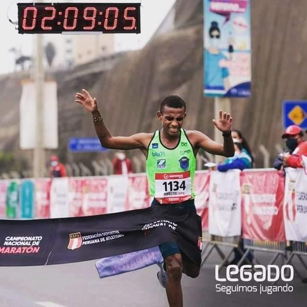 Daniel Nascimento cruza a linha de chegada em primeiro na sua estreia em maratonas, ganhando vaga para Tóquio