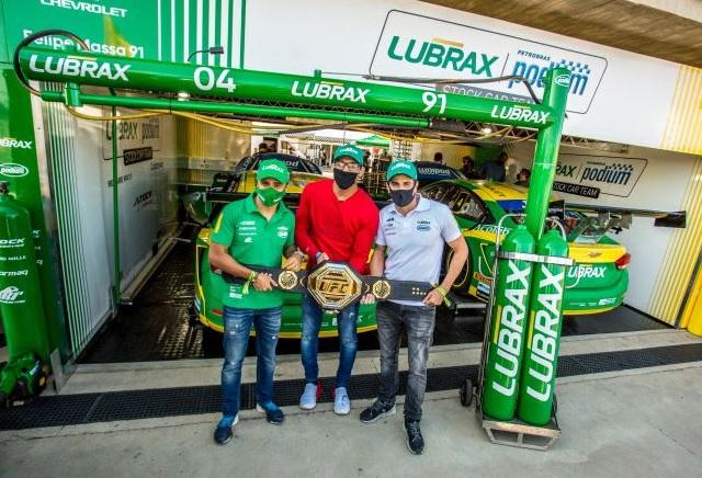 """Equipe de Felipe Massa participa de """"fan push solidário"""" na Stock Car"""