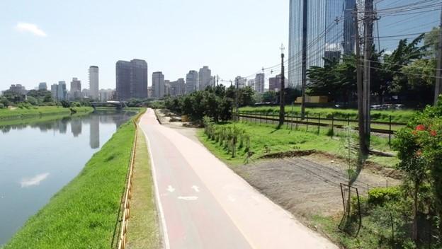 A Ciclovia da Marginal Pinheiros, em São Paulo, antes da revitalização do espaço
