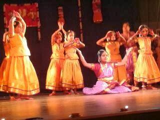 Students of Bharatha Kalalayam