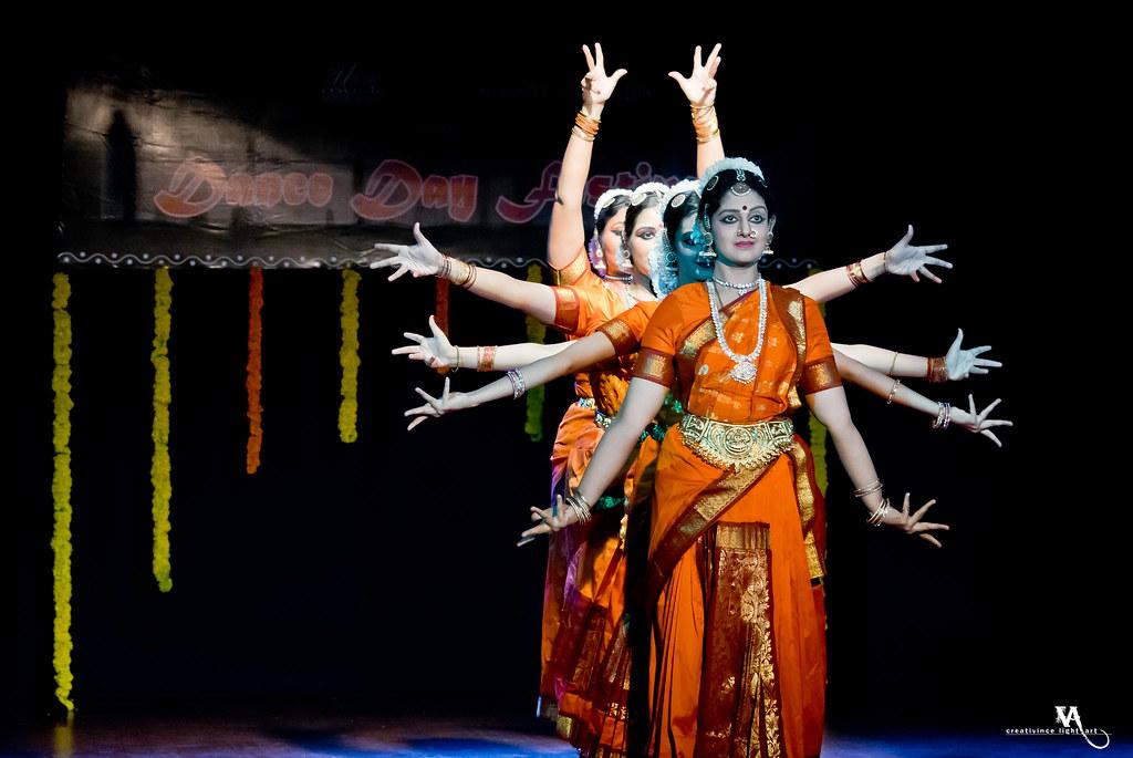 Dr. Padma Subrahmanyam  &  Disciples of Nrithyodaya