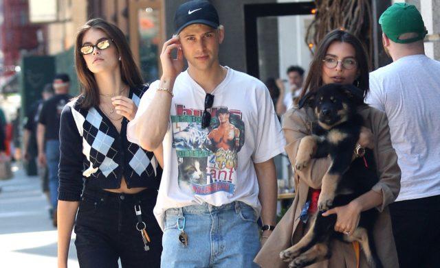 Эмили Ратаковски и Кайя Гербер гуляют в Нью-Йорке