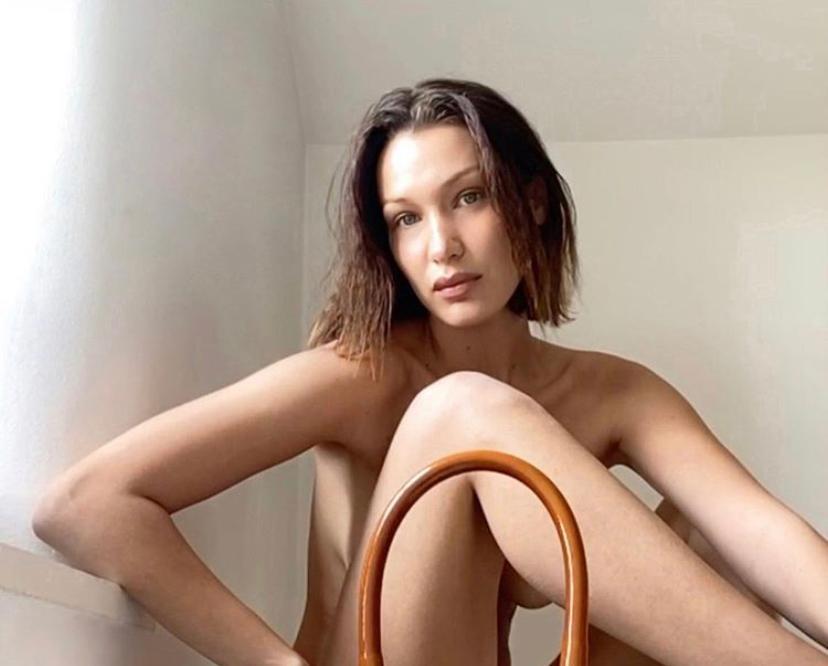 Белла Хадид снова сделала фотосессию по FaceTime: собрали все голые фото модели