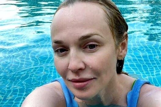 Альбина Джанабаева оправдалась за публикацию смелого фото