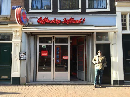 סופטלנד קופישופ - Softland Coffeeshop אמסטרדם יש תפריט קנאביס מאוד גדול והקופי שופ עצמו יפה וכיפי.