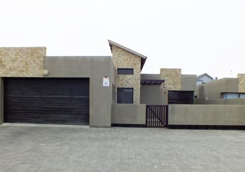 2 Bedroom Townhouse For Sale