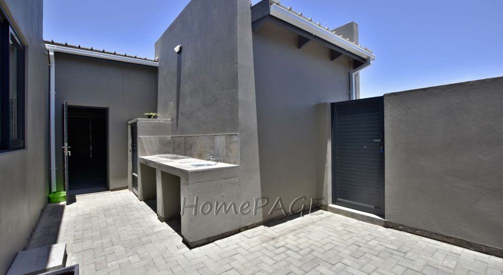 4 Bedroom House For Sale in Extension 9