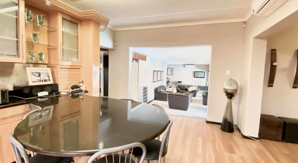 4 Bedroom House For Sale in Eros