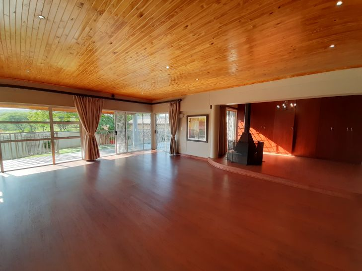 6 Bedroom House For Sale in Olympia