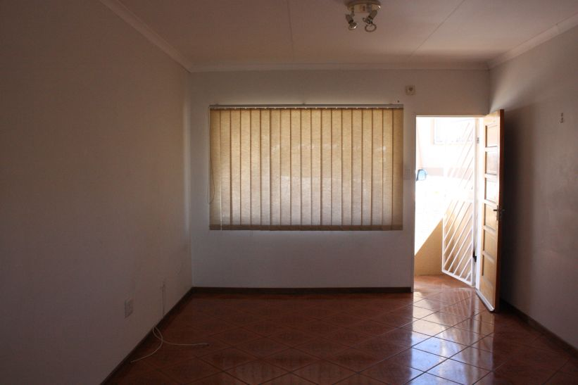2 Bedroom Townhouse To Rent in Rocky Crest