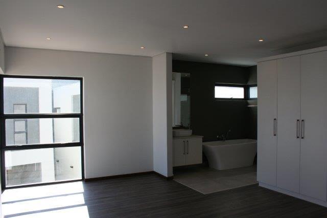 3 Bedroom Apartment To Rent in Kleine Kuppe