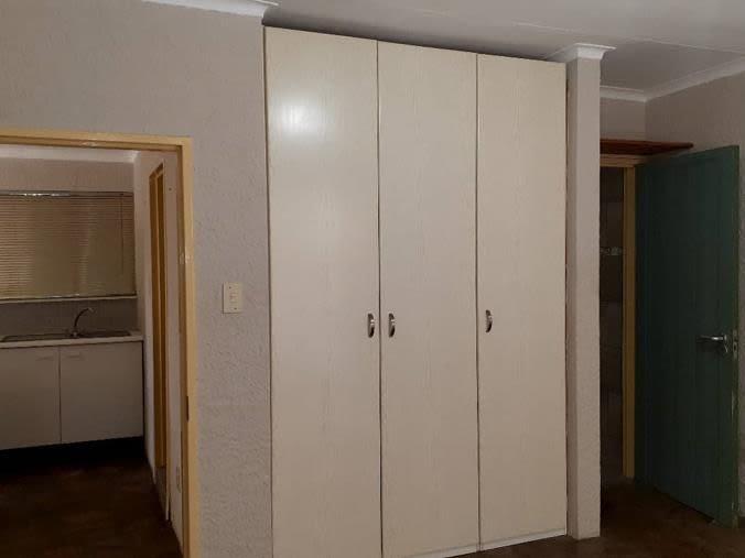 5 Bedroom House For Sale in Pioneerspark