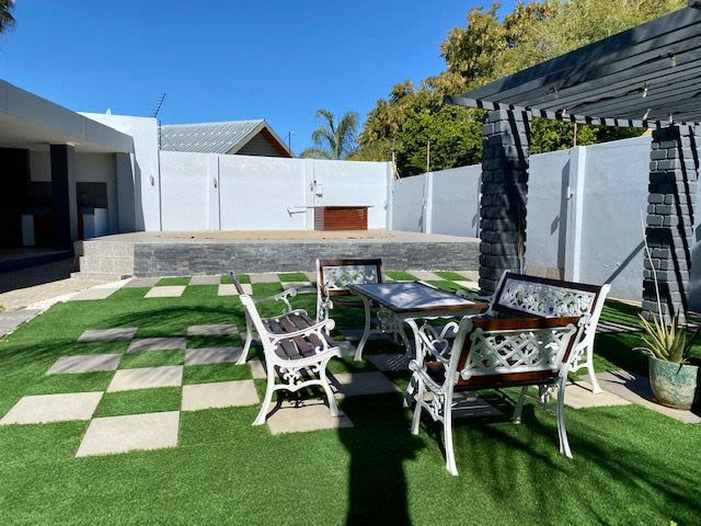 4 Bedroom House For Sale in Hochlandpark