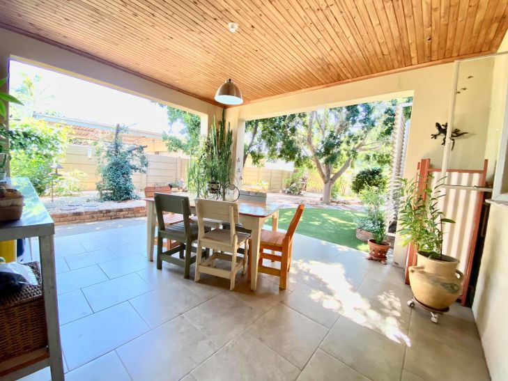 4 Bedroom House For Sale in Academia