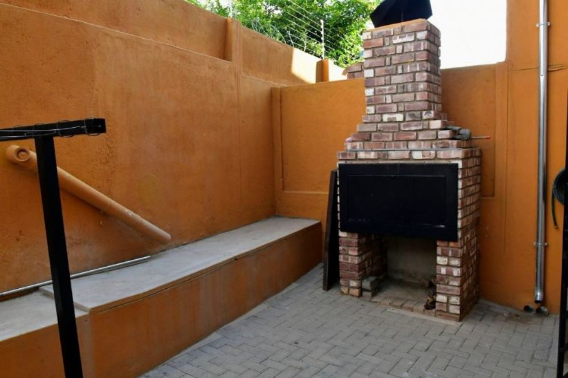 3 Bedroom Townhouse For Sale in Rocky Crest